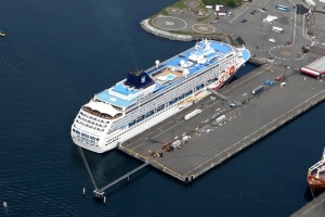 Cruise ship in Victoria Harbor